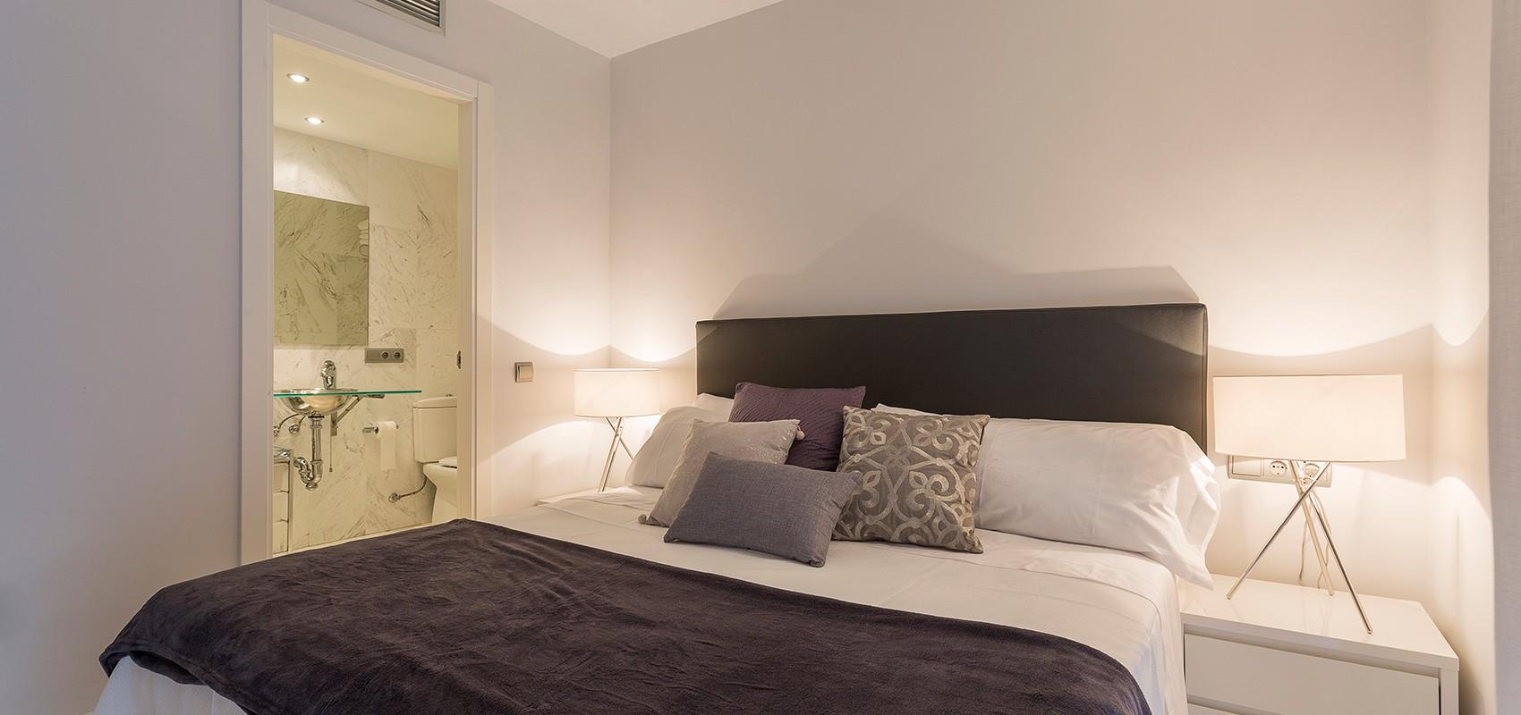 Dormitorio principal con cuarto de baño en suite