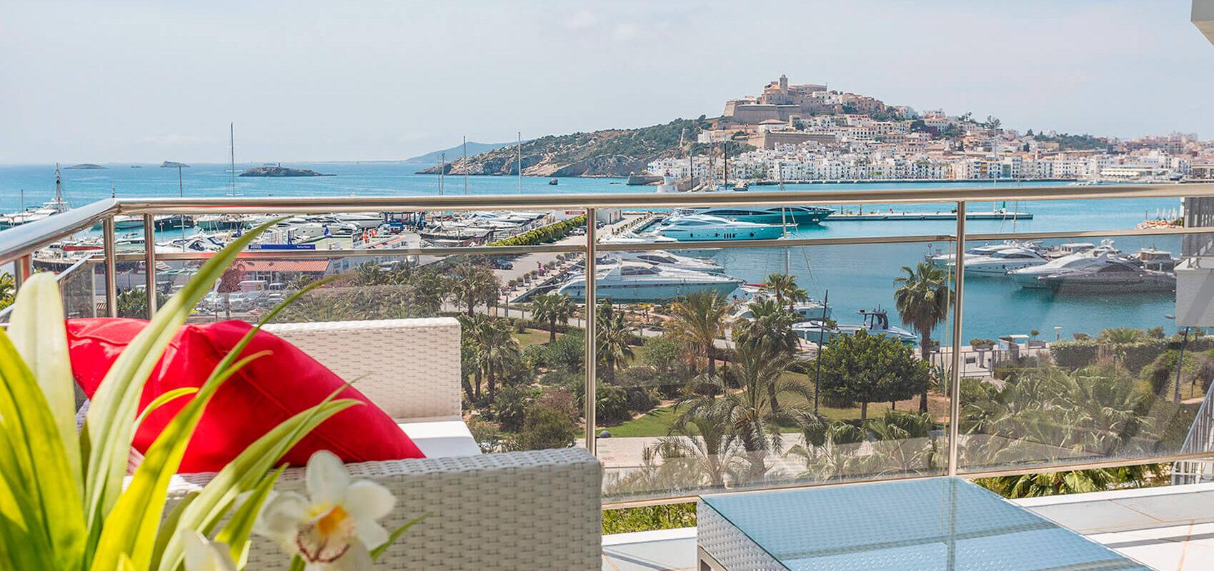 Terraza con vistas a la bahía de Ibiza y a Dalt Vila